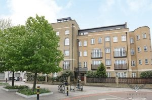 A superb 3 double bedroom, two-bathroom apartment